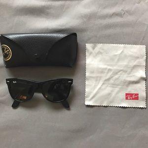 RayBans Wayfarer Sunglasses Like New Black